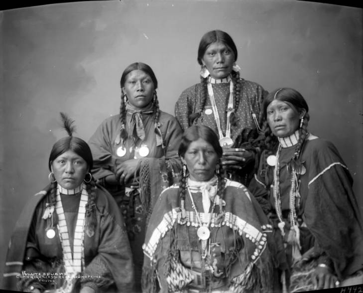 Ute women in 1899. From left, in front, are Tachiar, A-Pat-We-Ma, and Ta-Nah. From left, in the back, are Ce-Gie-Che-Ok and To-Wee.