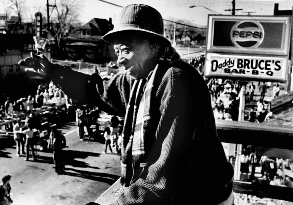 """""""Daddy Bruce"""" Randolph rings the dinner bell to commence his annual Thanksgiving Day dinner for Denver's needy people in 1986."""
