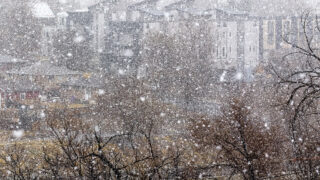 Snow begins to fall in earnest over Denver. March 13, 2021.