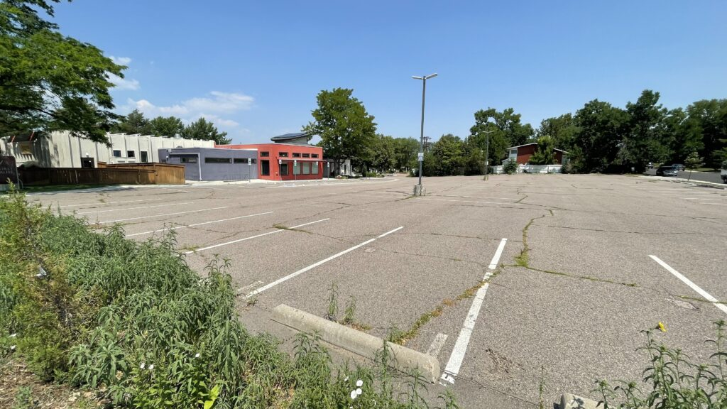 The parking lot at First Universalist Church in the University Hills neighborhood. (Esteban L. Hernandez/Denverite)