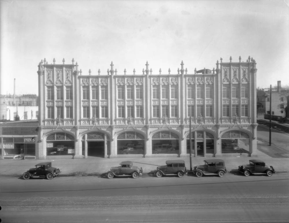 Cars are parked outside the Cullen-Thompson Motor Company at 1000 Broadway in Denver, Colorado between 1920 and 1930. (Denver Public Library/Western History Collection/Oscar E. Lindevall/CHS.X7833)